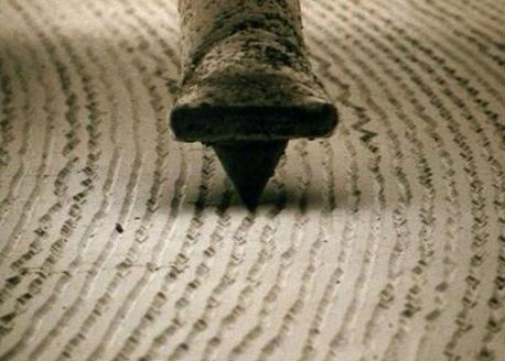 stunning photo of a record stylus sitting in a vinyl groove, magnified x 1000 (via @DangerMindsBlog) http://t.co/L9SYv1Rsb8