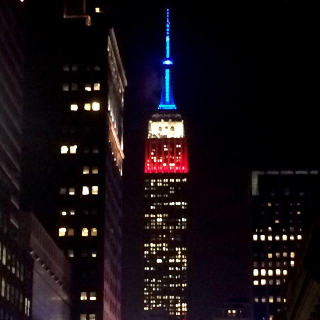 Red, white and blue…New York's thank you to all who have served our country. #veteransday #empirestatebuilding http://t.co/NMuGjmrvPN