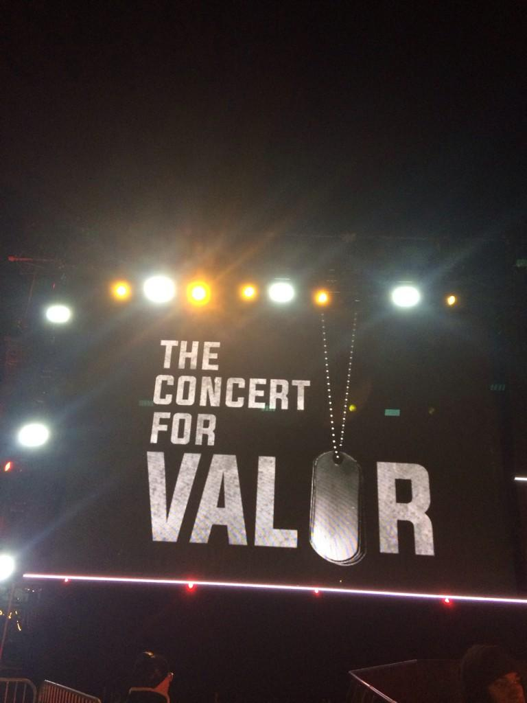 RT @Eminem: Hitting the stage soon at #TheConcertForValor... Tune into @HBO http://t.co/ccvGUetoRz