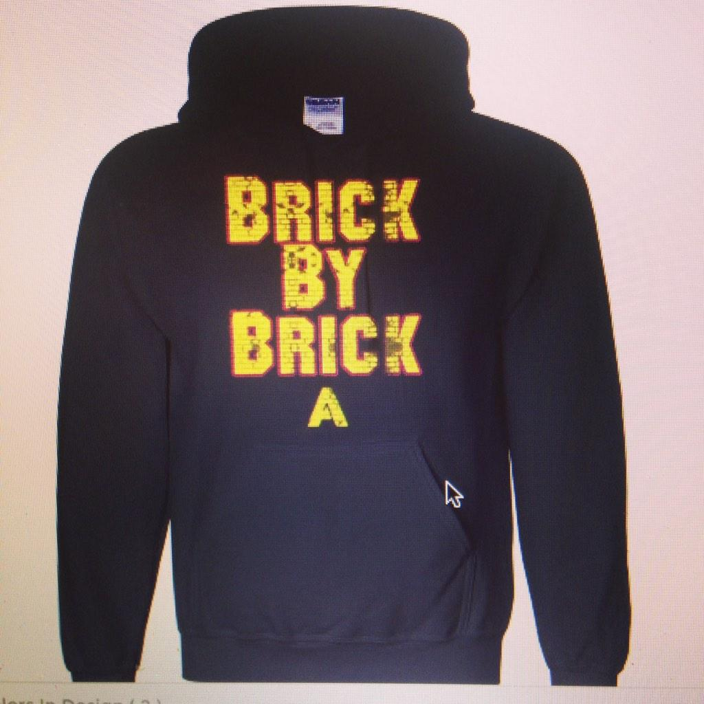@RonJohnson_3 2 hoodies, 1 Maroon & the other is Black http://t.co/ZBG4NOHJwC