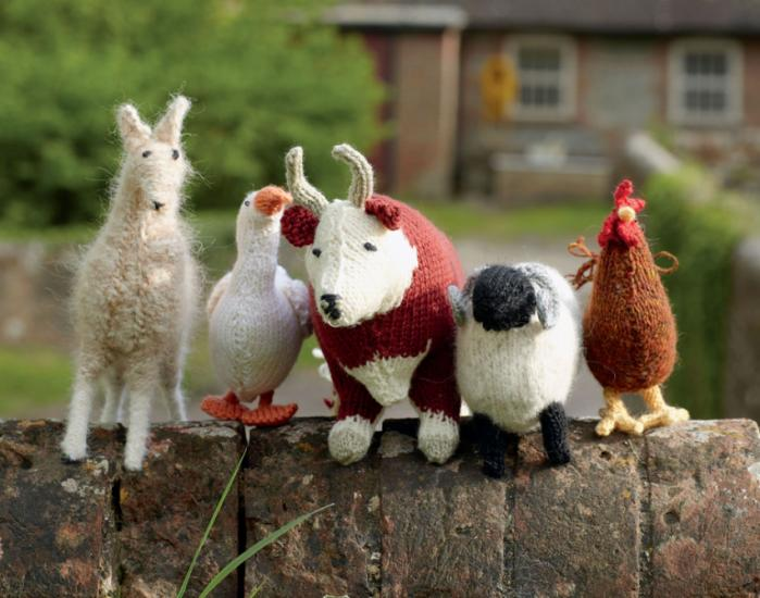 Check out our adorable gallery of images from new book How To Knit Your Own Farm!  http://t.co/VWXG0CjVn4 http://t.co/7IyHHh11in