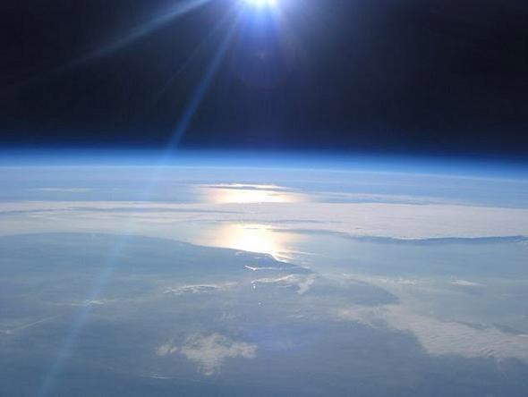 $1,000,000 NASA space photos beaten by budget balloon http://t.co/bwm3hMkGTc #cometlanding http://t.co/2pzqQvXF0t