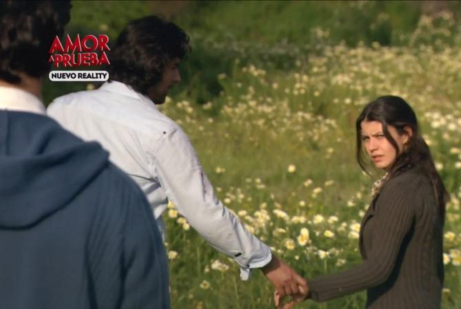 Famosa Actriz Turca Agradece Premio Recibido En Chile Showbiz