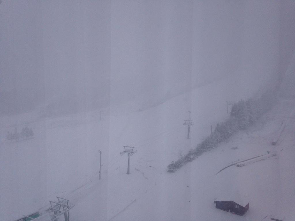 きょうの安比高原です。雪が降りました。 #iwatte http://t.co/rqE3agHn22