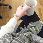 Now that it's fall, women on Instagram are way into taking #scarfies. http://t.co/PDl0Gi0GMz http://t.co/nFal0qaUzY