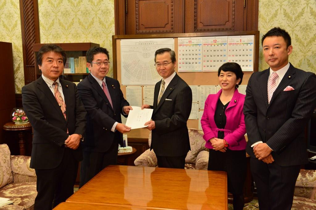 """そりゃ秘密保護法が通ったら大変そうな面子だわw """"@koike_akira: 先ほど、秘密保護法廃止法案を参議院に提出しました。 http://t.co/ttqmr6kKvl"""""""