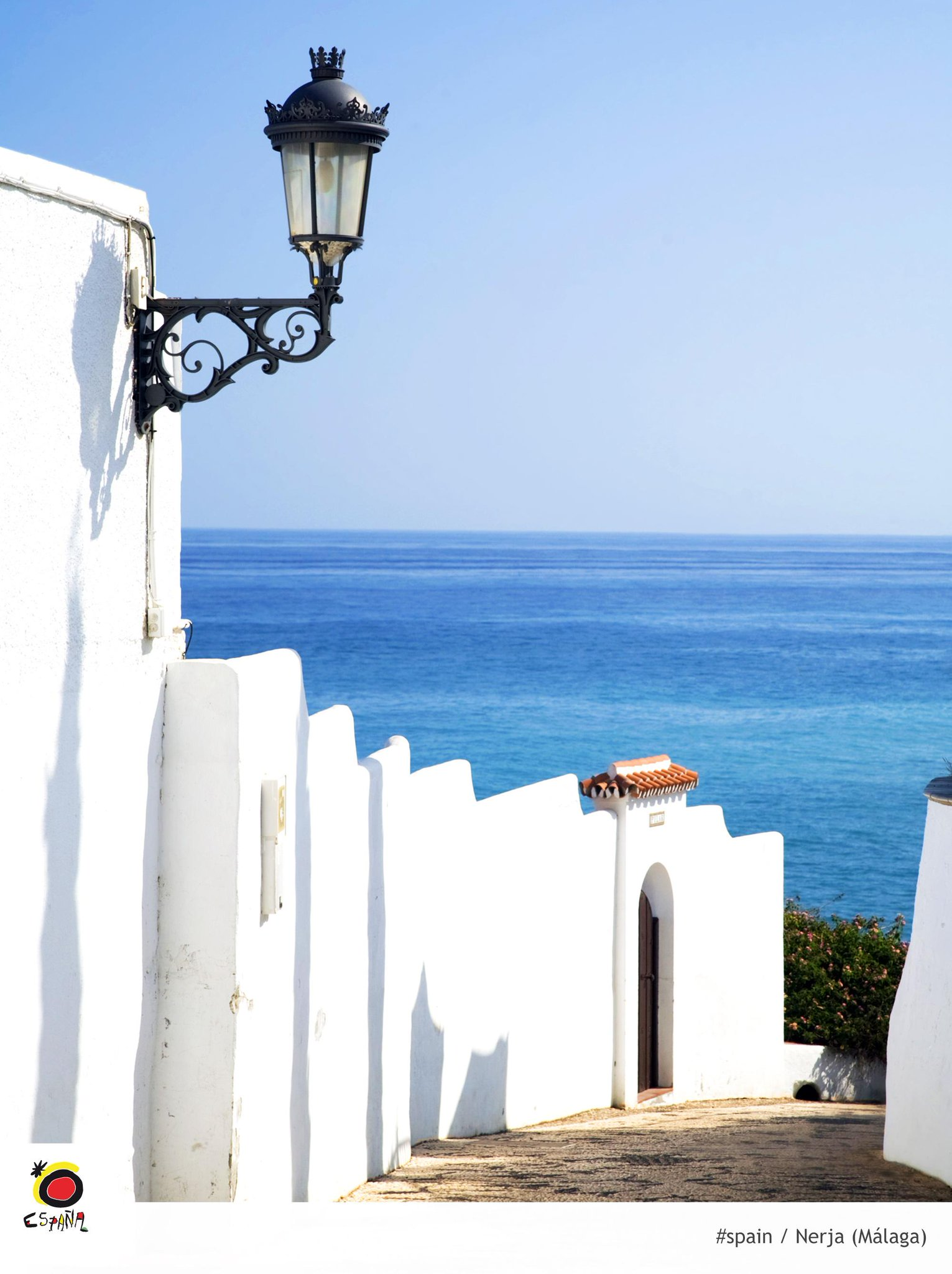 #Nerja and the Mediterranean Sea have an envy-worthy relationship @viveandalucia #spain http://t.co/qdIDiI40cK