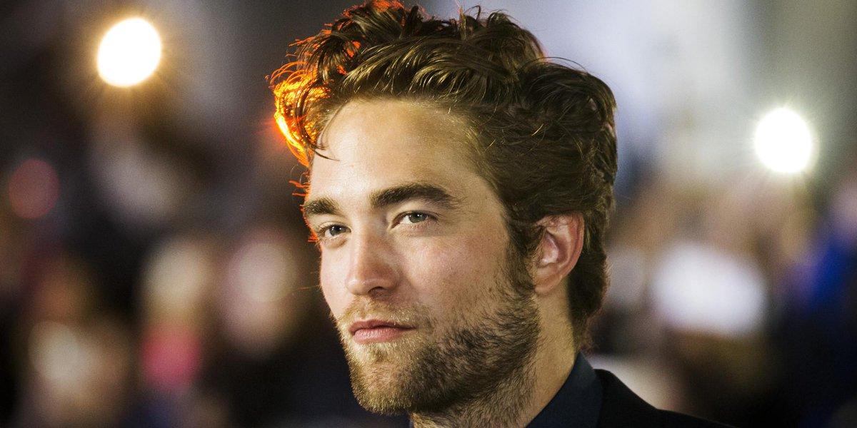 "OMG Robert, qu'as-tu fait??! #@LeHuffPost: Robert Pattinson ne ressemble plus à ça http://t.co/ARgcqxV8l1 http://t.co/ooCAa8uehx"""