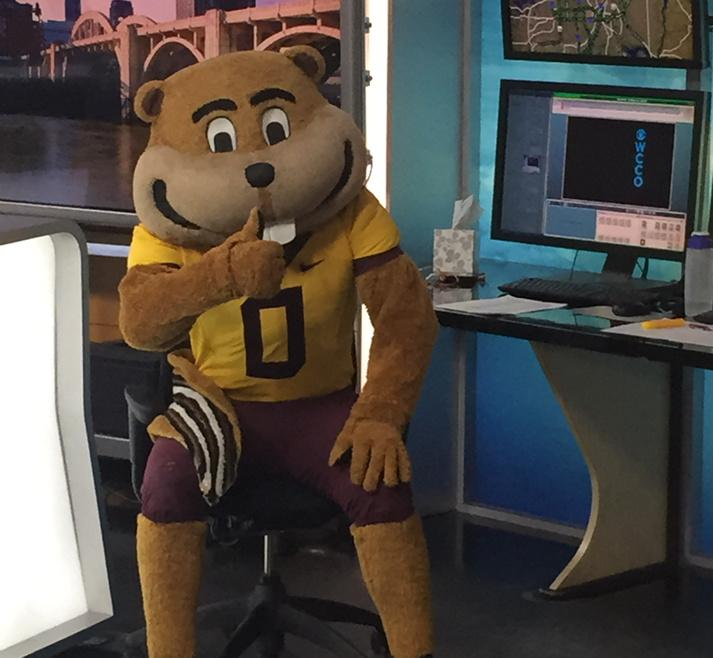 jamieyuccas (@jamieyuccas): Go Gophers! @GoldytheGopher is trying to fix @matt_brickman's forecast! http://t.co/B7t58UTiBH