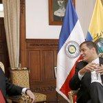 #Ecuador recibió al presidente Cartes con la bandera de #Paraguay al revés http://t.co/pztjQ6ZgYJ http://t.co/i9B48x3TTC