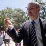 """Con """"pito"""" en mano senador Rossi asiste a inauguración de ExpoWeed -->http://t.co/iU6UVneVZ6 #marihuana http://t.co/RgRTuKnzek"""