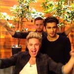 You don't wanna miss this dance that @OneDirection did for my backstage camera on my Ellen app #1DonE http://t.co/uLMUvnexqB