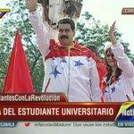 Pdte. @NicolasMaduro llega al Palacio de Miraflores para celebrar el Día del Estudiante Universitario http://t.co/gtMkPDpXEN