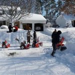 Picture of Hamburg shoveling party goes viral around the world http://t.co/wDF0JkPAlI http://t.co/75DEIFnHqq
