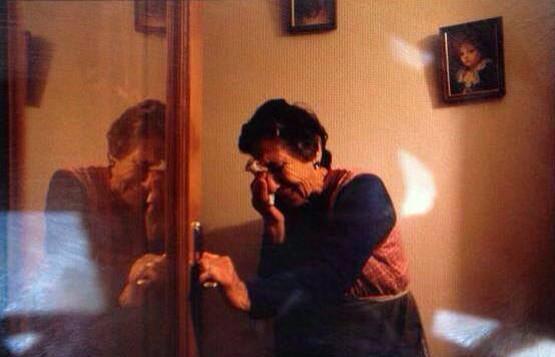 Esta la historia más triste, vergonzosa y repugnante del día. Carmen. 85 años. Desahuciada. http://t.co/TAfnR137DU http://t.co/y0tJThnnB7