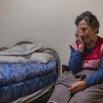 Se me parte el alma viendo a Carmen, 85 años. Desahuciada hoy en Vallecas. Gran foto de Andrés Kudacki/Ap http://t.co/kXNhfjiUit
