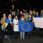 #Львів 21.11.2013 Перші Люди які вийшли на заклик підтримати #Євромайдан http://t.co/eDOqjBI6Lb