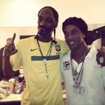 Meu parceiro @SnoopDogg há um tempo atrás aqui no Brasil!! Espero te ver em breve pra fazermos uma música juntos!! http://t.co/2u9LZkOaJ7
