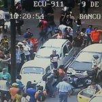 #Guayaquil, Av 9 de Octubre y Pedro Carbo reportan accidente de tránsito @CTEcuador y @PoliciaEcuador en el lugar http://t.co/BYbmablgSN