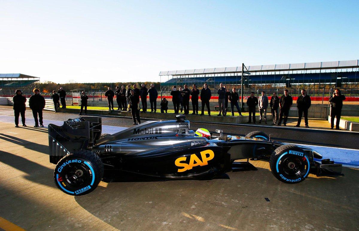 11/14(金)、シルバーストン・サーキットで、McLaren Honda(マクラーレン・ホンダ)が初走行。新たなスタートへ。HondaのF1チャレンジにご期待ください。 #F1_Honda http://t.co/gtsNtEA2gP