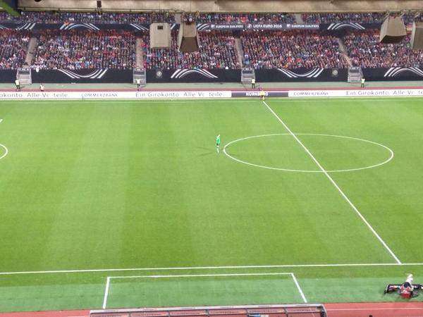 Being a goalkeeper can be lonely. #GKProbs MT @3rdEyeNot: Manuel Neuer during Germany's 4-0 win over Gibraltar. http://t.co/MHkIRZmEoi