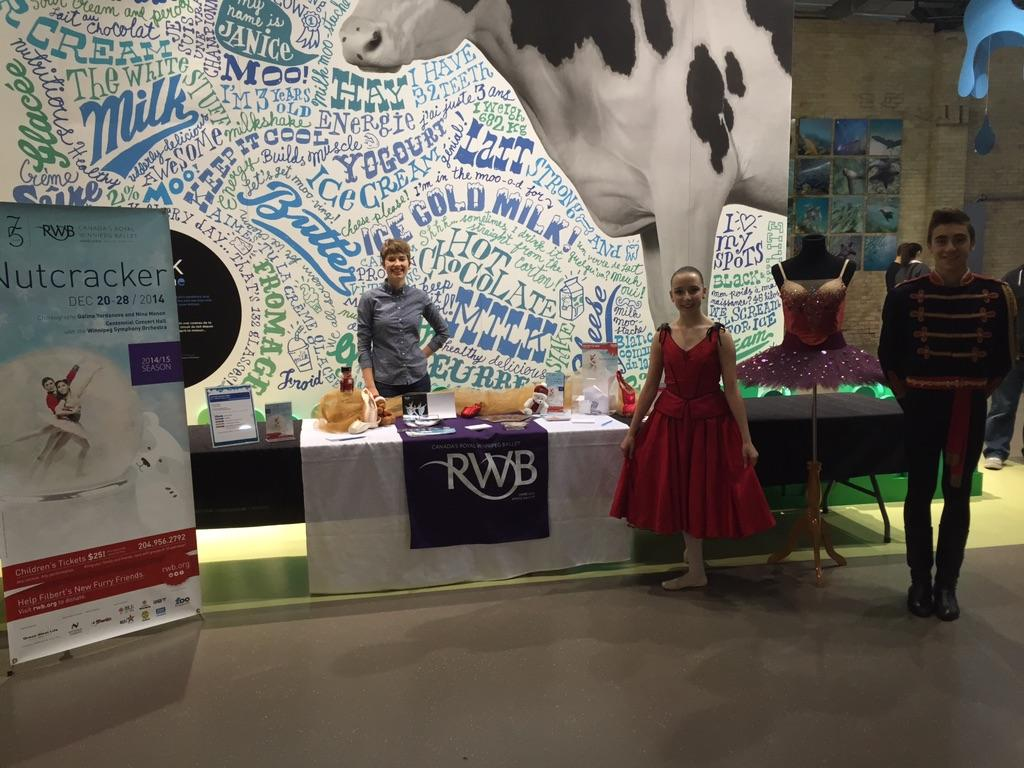 """We are here at the Children's Museum for #MembersNight If you're here, come say """"Hi!"""" http://t.co/wNuyuTefyO"""