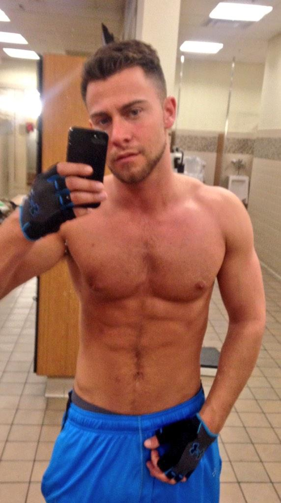 Seth Gamble (@SethGamblexxx): Hard work  stay on that lean http://t.co/5plA6ZJAHU
