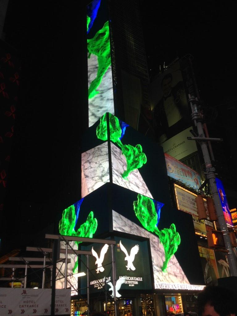Amazing imagery from @eye_wire in Times Square! Congrats! #braincity @amyleerobinson http://t.co/fcD4ewtilE