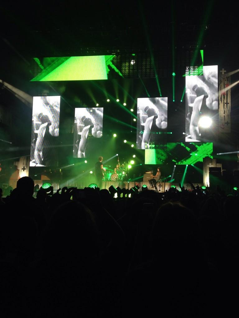 Huge congrats to the @5SOS dudes and their biggest show to date. http://t.co/xoxAjfUe9N