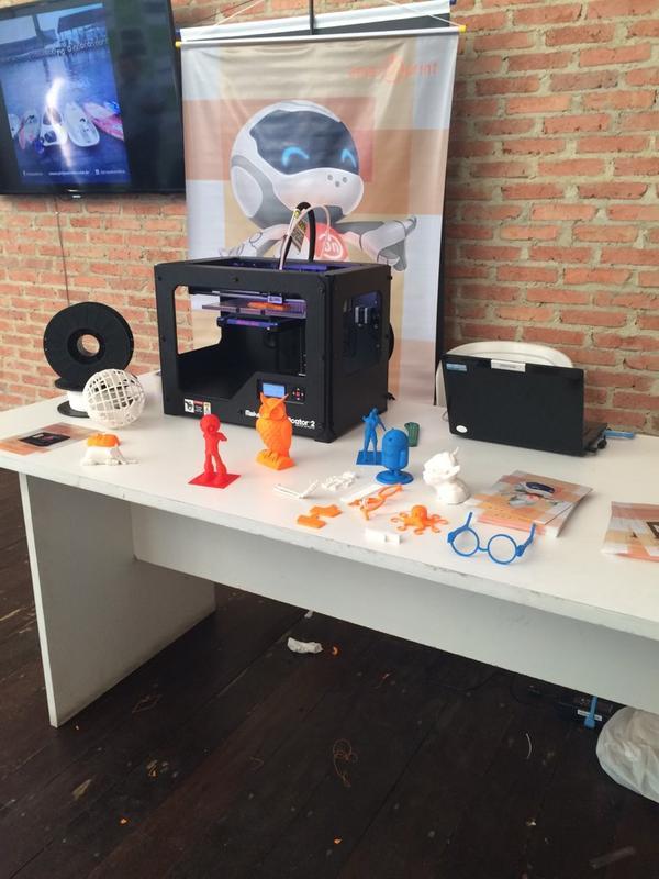 A sensação do @SWManaus a famosa impressora 3D da @AmazonPrint #swmanaus #gsb2014 http://t.co/vGA5zAoSO4