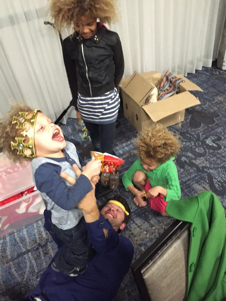 @mishacollins getting a banana facial from my kids #BurCon http://t.co/OfdLdcFdHI