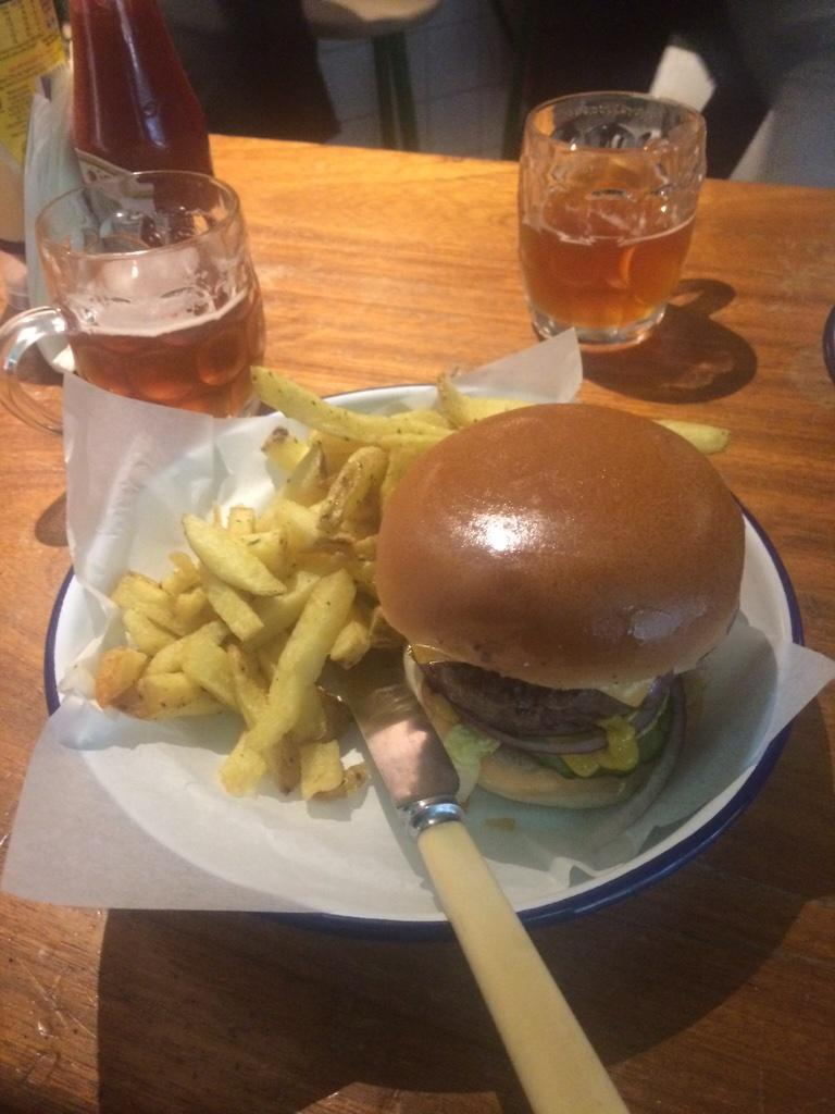 Another day, another 100 FREE burgers @honestburgers Liverpool St from 11.30am. http://t.co/UmV5a3CMEo  #skint LET A HOMELESS PERSON KNOW!!