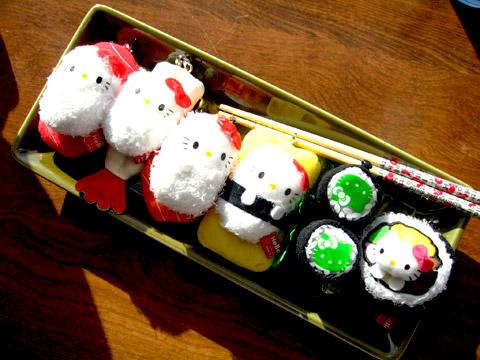 Wah at first I thought these @hellokitty sushis were real. @__@ Cute right?! ♥ #kittycraze http://t.co/bydsvVgBs0