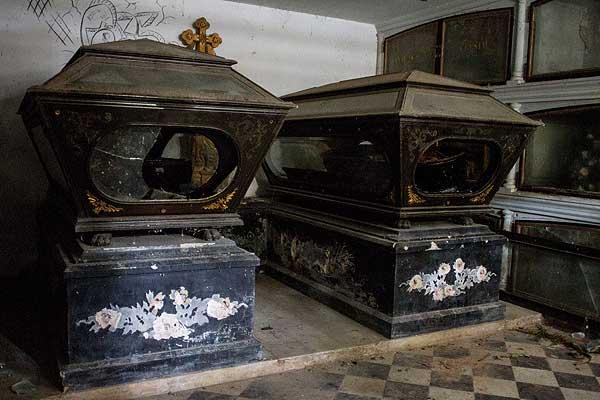 ★Increible★ Profanaron la Tumba/Mausoleo del Gen. Joaquín Crespo  y se robaron su cadáver https://t.co/8wj9vvC1Dh https://t.co/9aQyXWZZnH