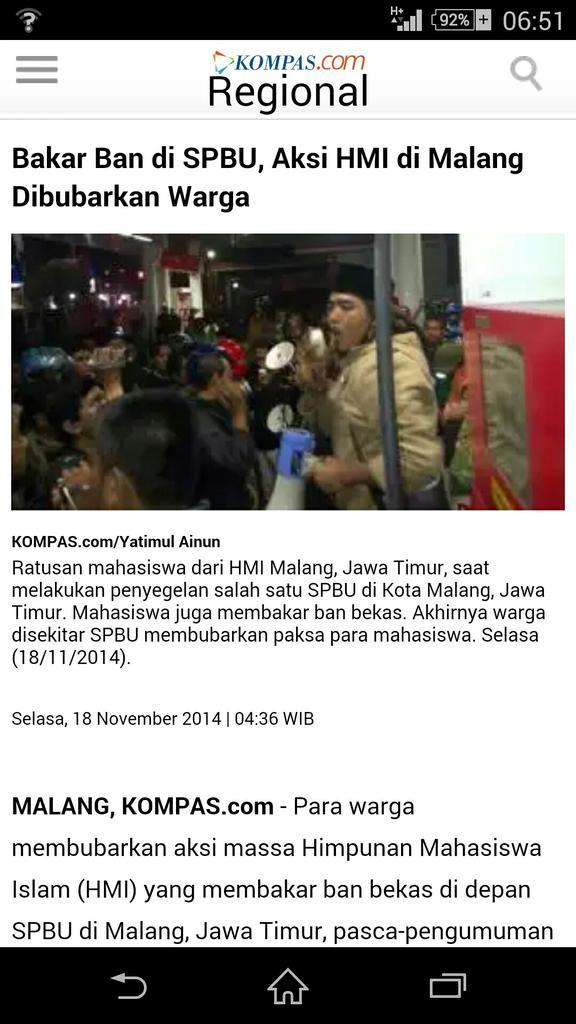 HMI Malang demo bakar ban di SPBU. Nggak mikir bahayanya main api dekat bensin, dek? @infohmi #BBMnaik http://t.co/4nYcnlZTjH