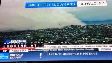 If you ever wondered what a lake effect snow band hitting #Buffalo looks like, it looks like this. @weatherchannel http://t.co/OheJpxYdi0