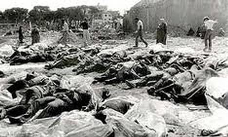 على جماجم هؤلاء اقيم الكنيس الذي يتباكى عليه صهاينة العرب  #صورة من مجزرة قرية دير ياسين التي اقيم فيها الكنيس http://t.co/f1urAegelb