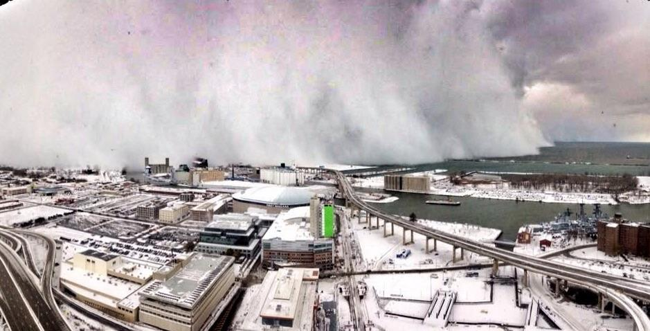 Lake effect band on the move, heading north toward downtown #Buffalo - edit from @BWipp, pic @Joseph_Video. http://t.co/aEfvMQJH0F