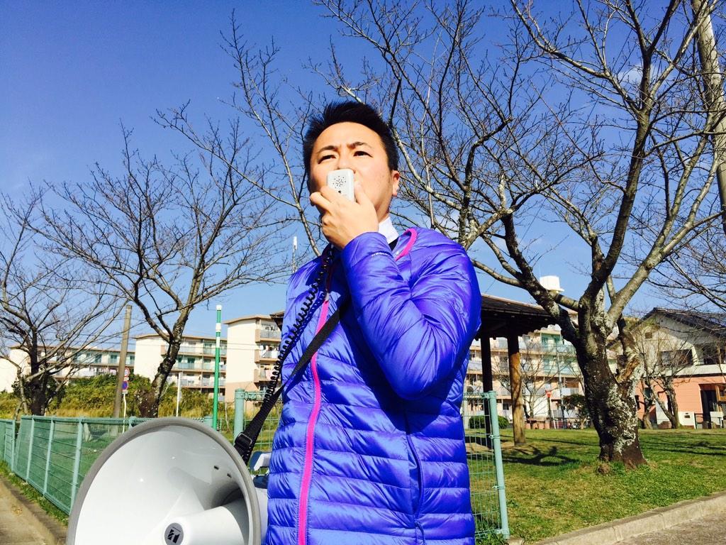 街頭演説をしていると、若い男に石を何度も投げつけられました。  日本の政治に対するレベルはこんなものなんでしょうか。残念です…。  向かって行ったら逃げていったので…。 http://t.co/1lbkeNzyxw