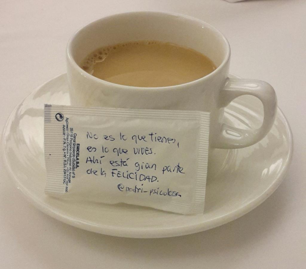 RT @InspirayAvanza: Ya diseñas hasta azucarillos!! :-) RT @Patri_Psicologa: No es lo que tienes,es lo que vives.Ahí hay mucha felicidad.  http://t.co/mzQa57UoNc