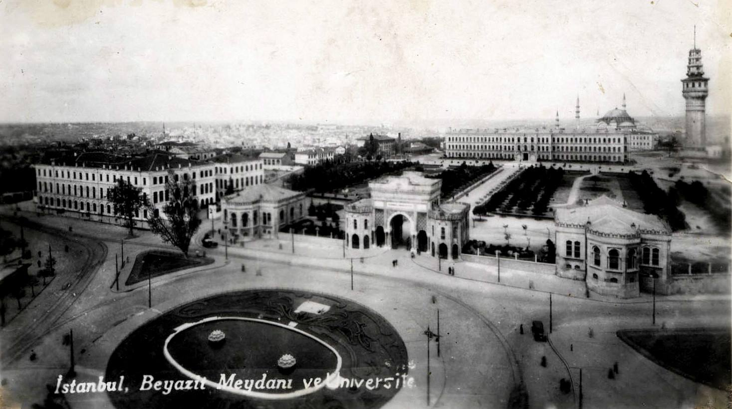 Beyazıt Meydanı ve #istanbul Üniversitesi (1930'lu yıllar) http://t.co/33P1sUcA3P