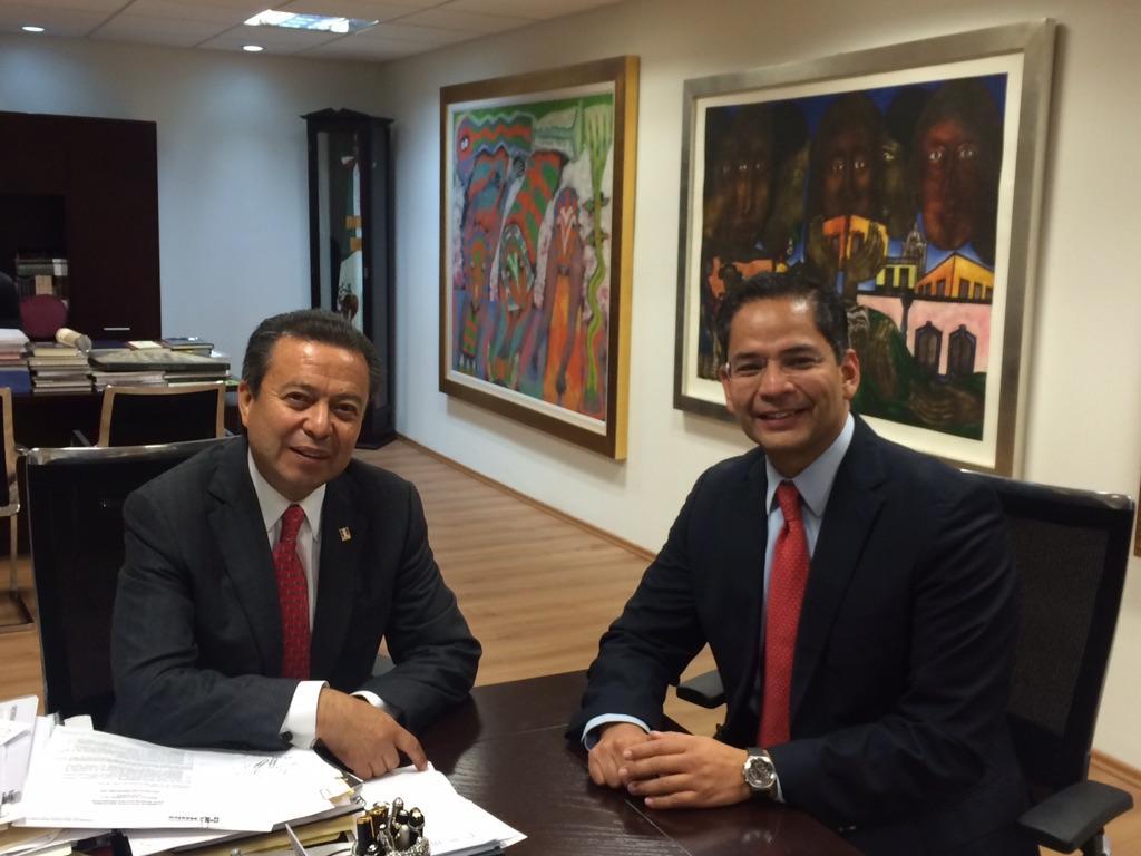 Después de un exitoso consejo político tuve la oportunidad de platicar y acordar con nuestro presidente @CCQ_PRI http://t.co/EaJR5nEXFy
