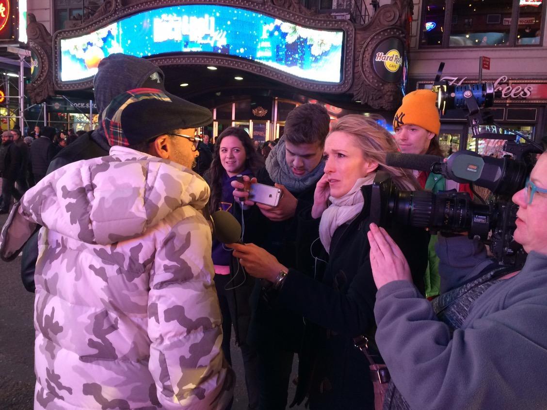 @davidmackau cameo RT @DebFeyerickCNN: #SpikeLee & son Jackson joined #EricGarner demonstrators at TimesSquare @CNN http://t.co/wZGBhwjMXl