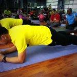 Plank - teknik utk membentuk otot perut lebih cepat berbanding sit up 》 8 saat tahan ( buat 3 set) http://t.co/0zvYWNFWR7