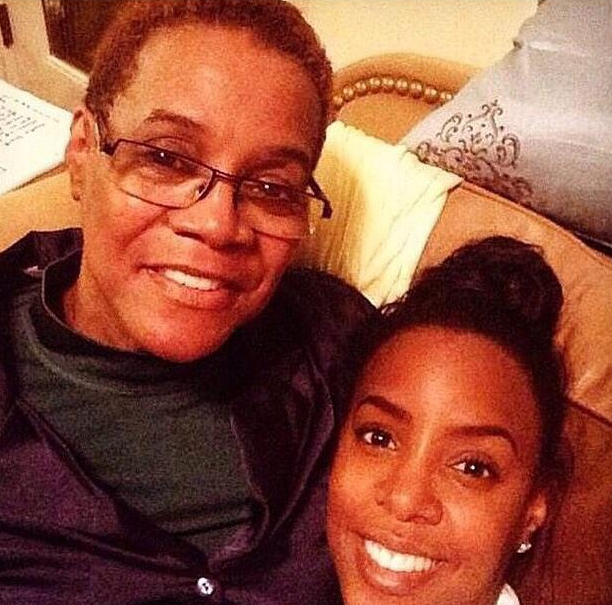 Our condolences again to Kelly Rowland for the loss of her mother yesterday. #RIP http://t.co/T7VALTr1OM http://t.co/RduJ3KtfUp
