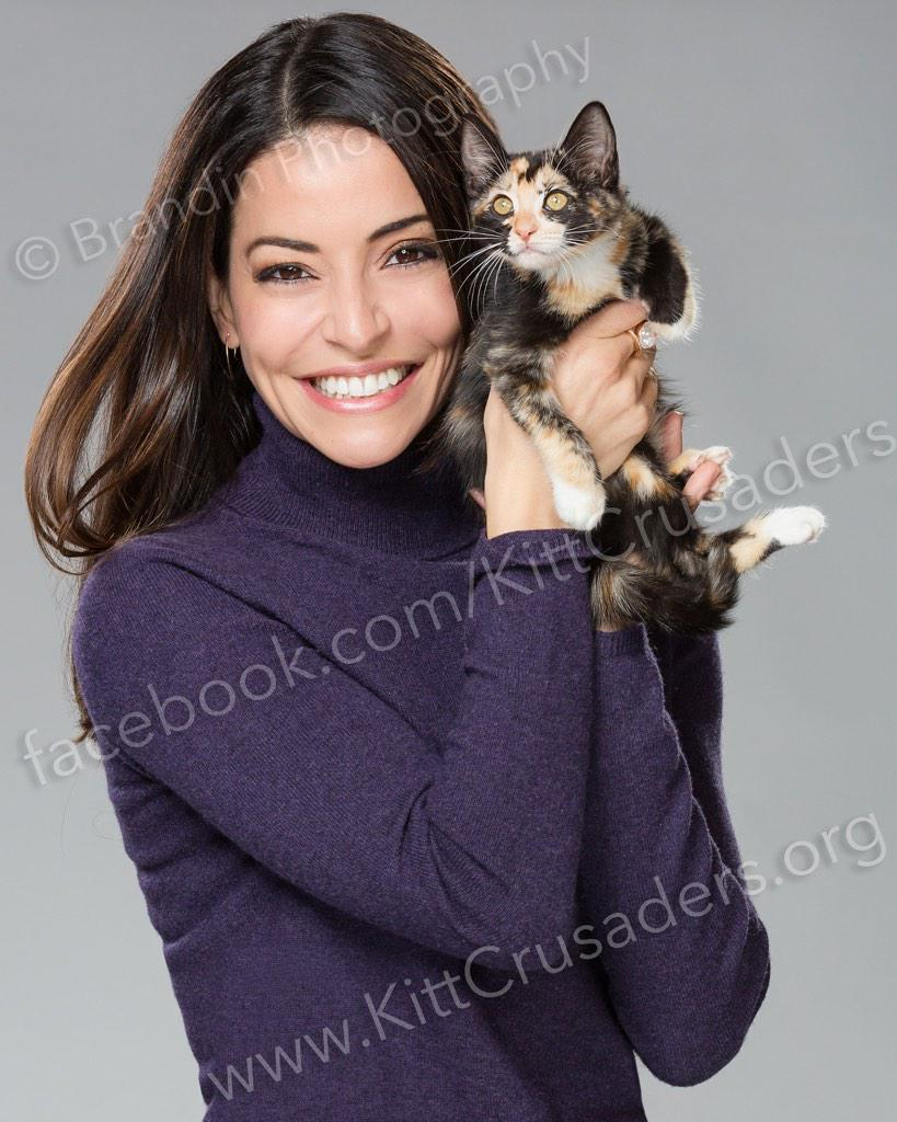 Emmanuelle Vaugier (@evaugier): get your signed photo and help rescue a kitty!  @kittcrusaders! Support here: http://t.co/7mc288XbiJ http://t.co/dtFJXQWitC