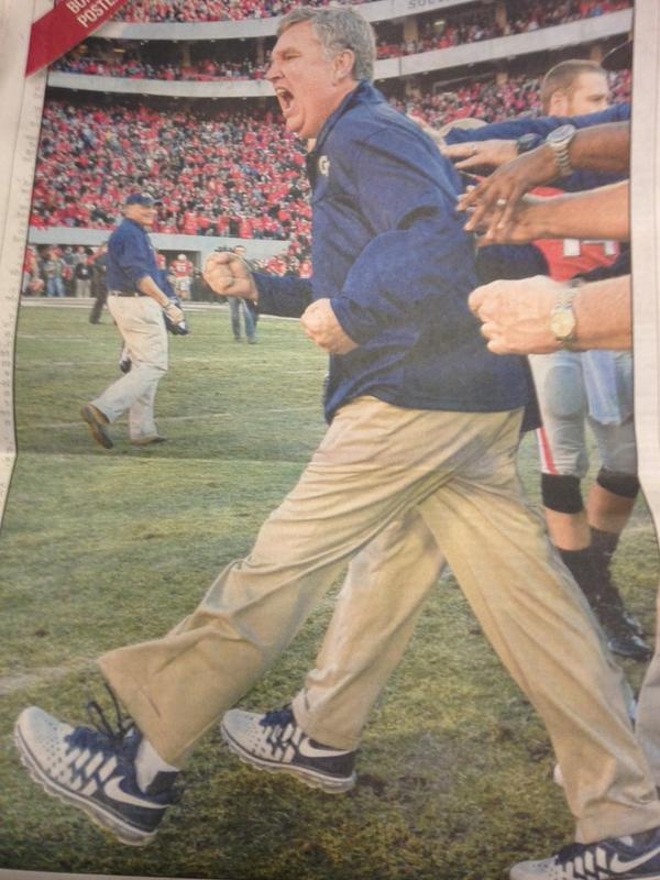 Three-legged Paul Johnson is EASILY the most spectacular picture of 2014 (via @11AliveSports @TylerDawgden) http://t.co/ad19105CIB