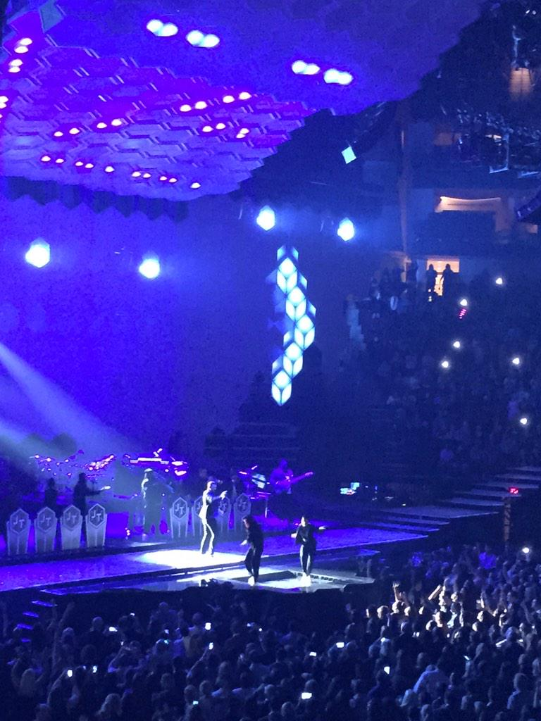 Boy has some serious footwork @jtimberlake http://t.co/a9pCyPHWHL