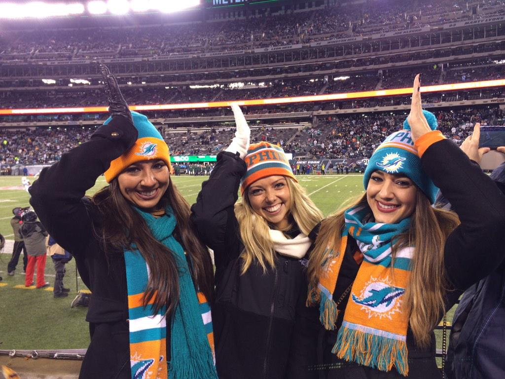 Fins Up!! Yayy Miami!  Dolphans and players definitely succeeded in #MetLifeTakeover  #MIAvsNYJ http://t.co/36QRQgGTwA