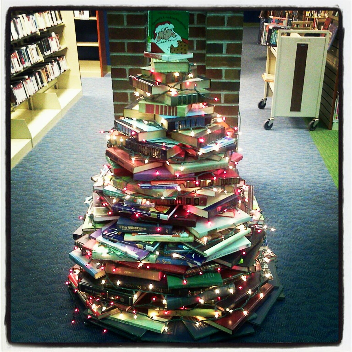 Use Books to Build a #Christmas Tree: http://t.co/TVd99roHj7 http://t.co/ybxsAX1Tc9